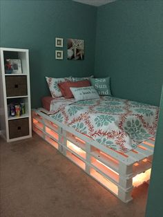 1 of 2 pallet beds made. This is 1 and pallets over 3 high. - 1 of 2 pallet beds made. This is 1 and pallets over 3 high. Gemac Teen Room Decor Ideas 1 made - Room Ideas Bedroom, Small Room Bedroom, Bedroom Designs, Bedroom Simple, Girls Bedroom, Bedroom Ideas For Small Rooms For Teens, Decorating Small Bedrooms, Teal Teen Bedrooms, Pallet Ideas For Bedroom