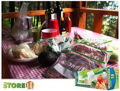 Una parrillada en el bosque perfectamente planeada con la ayuda de bolsas herméticas STOREit  ¡Sorprende a tu familia!