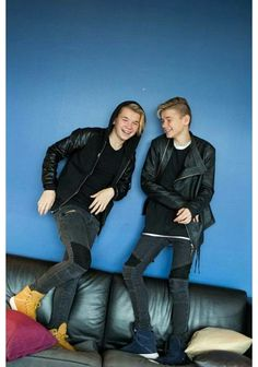 I want Marcus' outfit. Looks so good Bars And Melody, Love U Forever, Twin Brothers, Big Love, Celebs, Celebrities, Celebrity Couples, Bambam, Handsome Boys
