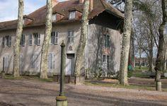 Maison de l'inspecteur | Domaine Royal de Randan Clermont Ferrand, Chapelle, Plants, Volcanoes, Home, Plant, Planets