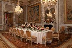 Savonnerie Carpets in Waddesdon Manor Classic Interior, Luxury Interior Design, Interior Ideas, Grand Homes, Elegant Homes, Historic Homes, Decoration, Beautiful Homes, Room Decor