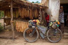 Bike packing gear set up. Touring Bicycles, Touring Bike, Offroad, Bike Poster, Urban Bike, Commuter Bike, Fat Bike, Vintage Bikes, Bike Life