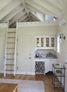 Bijzondere oplossingen voor een klein huis | Sllapkamer en plafond eruit. Super die hoogte! Door Droomkasteel
