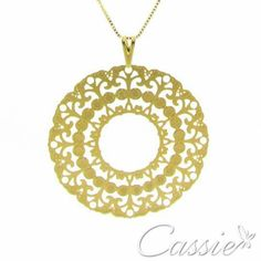 Colar Mandala Minore folheado a ouro com corrente tipo veneziana de 30cm e pingente de mandala tamanho médio.  Temos a mandala grande também.   ⚫⚫⚫⚫⚫⚫⚫⚫⚫⚫⚫⚫ #Cassie #semijoias #acessórios #moda #fashion #estilo #inspiração #tendências #trends #brincos #brincoslindos #love #pulseirismo #lookdodia #zircônias #folheado #dourado #brincoleque #brincoleve #colar #pulseiras #berloques #charms #maxibrinco #anellove #diadosnamorados # # #❤ #