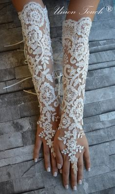 Extra long ivory frame wedding glove, Bridal Glove, ivory lace cuffs, lace ivory gloves, Fingerless Gloves, bridal gloves  Free Ship