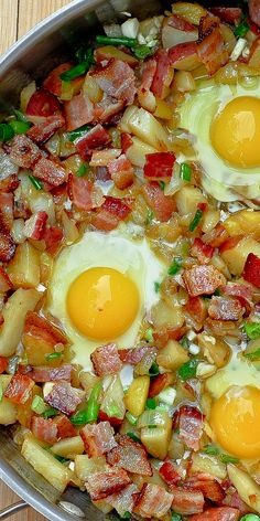 Bacon, Egg, Potato and Cheese Breakfast Skillet has all you've ever wanted for breakfast! This gluten free breakfast recipe can definitely be one of your favorites. And you will love the bacon flavor Potato And Egg Breakfast, Best Breakfast Casserole, Breakfast Skillet, Bacon Breakfast, Breakfast Dishes, Free Breakfast, Breakfast Potatoes, Breakfast Ideas, Gluten Free Recipes For Breakfast