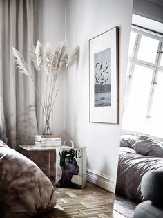 my scandinavian home: A Small Swedish Studio With a Beautiful Sleep Area! Small Space Living, Living Spaces, Style At Home, Home Interior, Interior Decorating, Decorating Ideas, Grass Decor, Ideas Hogar, Scandinavian Home