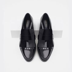 Shop Women's Zara Black size 7 Flats & Loafers at a discounted price at Poshmark. Only shows minor crease marks. Penny Loafers, Pretty Shoes, Beautiful Shoes, Mode Shoes, Vegan Shoes, Shoe Show, Zara Shoes, Loafer Shoes, Womens Flats