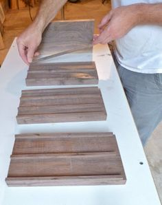 How to Build a Wooden Knife Block: DIY Knife Block Plans Wooden knife blocks are handy but they can take up space. Seth Keller's DIY knife block plans teach you how to build a stylish, smaller version. Easy Woodworking Projects, Woodworking Plans, Wood Projects, Woodworking Workshop, Diy Knife, Wood Knife, Block Plan, Diy Cutting Board, Knife Holder