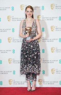 We're still not sure how Emma Stone created a secret bow from her own hair for the BAFTAs