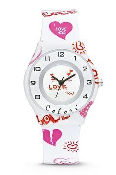 Colori Kinderhorloge I love you 5-CLK048. Vrolijk horloge voor vrolijke meiden. Het horloge is heeft een kunststof kast en horlogeband. De witte wijzerplaat is voorzien van duidelijke tijdaanduiding, hartjes en zilverkleurige accenten. De band is wit met allerlei hartjes in roze en oranje, het sluit door middel van een gespsluiting.