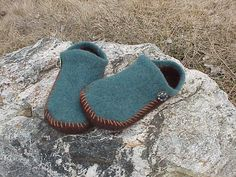 EZ 2-Needle Felted Slippers_e_0Dt4 - via @Craftsy