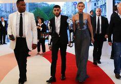 Gigi Hadid & Zayn walking on The Red Carpet #MetGala2016