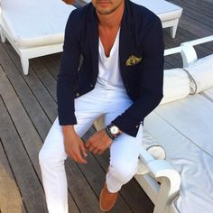 Don't underestimate the power of white trousers. Simple casual getup that's well put together.