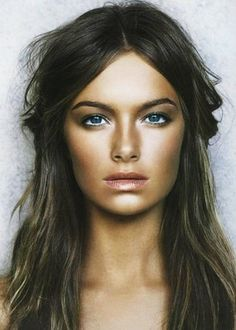 Contour and highlight-brings light to the center of the face