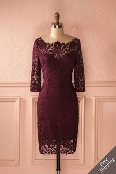Robe bourgogne ajustée en dentelle à manches 3/4 - Burgundy fitted lace dress with 3/4 sleeves