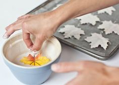 DIY - TUTORIAL - Plaster-dipped Leaves and Garland