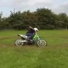 Bike Humor, Car Humor, Dirt Bike Videos, Travis Pastrana, Motorcross Bike, Cool Dance Moves, Stunt Bike, Dude Perfect, Vintage Videos