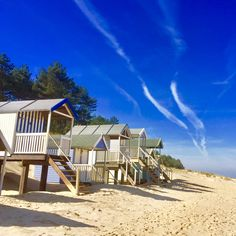 More beach huts, just can't get enough of them! So perfectly North Norfolk! Book your dog and child friendly holiday in North Norfolk now - link in bio