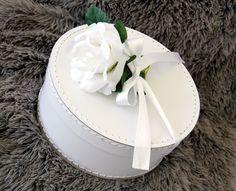 White round box #Kazeto #madeinczech #wedding #box Cake, Box, Desserts, Wedding, Tailgate Desserts, Valentines Day Weddings, Snare Drum, Deserts, Kuchen