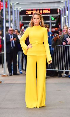 Blake Lively wore a trio of seriously head-turning outfits this morning—which one is your favorite? Blake Lively Movies, Style Blake Lively, Blake Lively Moda, Blake Lively Fashion, Blake Lively Outfits, Look Fashion, Fashion Tips, Fashion Trends, Fashion Black