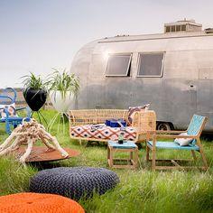 Garten Terrasse Wohnideen Möbel Dekoration Decoration Living Idea Interiors home garden - Bohemian Airstream Wohnwagen mit Garten