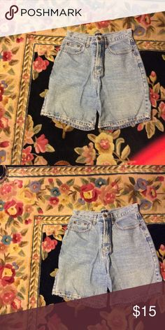 Bermuda denim shorts Typical washed out denim shorts for pockets front zipper 26 inch waist says 910 Whooz blooz Jeans
