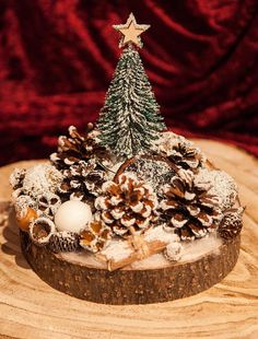 Christmas Gift For You, Christmas Wood, Christmas Bulbs, Wood Slice Centerpiece, Centerpieces, Christmas Table Decorations, Holiday Decor, Snow Covered Trees, Winter Scenes