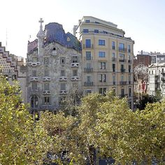 Casa Batlló is a renowned building located in the center of Barcelona and is one of Antoni Gaudí's masterpieces. A remodel of a previously built house, it was redesigned in 1904 by Gaudí and has been refurbished several times after that.