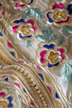 Zardozi Embroidery, Tambour Embroidery, Gold Embroidery, Embroidery Fashion, Embroidery Dress, Machine Embroidery, Broderie Bargello, Moroccan Caftan, Embroidered Lace Fabric