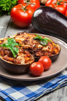 Gefüllte Auberginen mit Hähnchenbrust Stuffed Eggplant: Recipe with Chicken & Tomato – Diet – bildderfrau. Chicken Recipes For One, Healthy Chicken Recipes, Fish Recipes, Zucchini Aubergine, Chicken Appetizers, Relleno, Baked Chicken, No Cook Meals, Food And Drink
