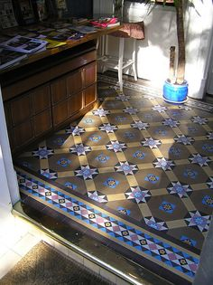 tiled floor like this was used a lot in edwardian style period Edwardian House, Edwardian Fashion, Victorian Homes, Edwardian Style, Victorian Hallway, Victorian Bathroom, Edwardian Architecture, Interior Architecture, Porch Tile