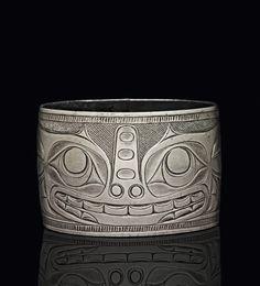 ) Bracelet, late century x cm Collection of the British Museum, Photo: © The Trustees of the British Museum American Indian Art, Native American Art, Art Nouveau Ring, Haida Art, Inuit Art, Tlingit, Medicine Wheel, Tattoo Project, Bone Carving