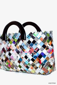 Make bags yourself from magazines (Candy Wrapper Bag) - DIY bag as a shopper from magazines or newsprint with instructions. Candy wrapper bag B - Candy Wrapper Purse, Candy Wrappers, Candy Bags, Diy Bags Purses, Purses And Handbags, Diy Paper, Paper Crafts, Candy Crafts, Wood Crafts