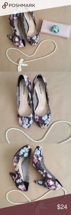 Size 7  floral 3 1/2 inch heels Size 7 floral 3 1/2 inch heels comfortable to wear! Very good condition.  Heels say  size 7 but run big Heels fit like size 8. I wear size 8 and they fit comfortable. Call It Spring Shoes Heels