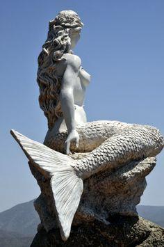 Mermaid statue at Club Hotel Letoonia in Fethiye Harbor, Turkey Mermaid Fairy, Mermaid Tale, Mermaid Sculpture, Sculpture Art, Mythical Creatures, Sea Creatures, Mermaids And Mermen, Merfolk, Michelangelo