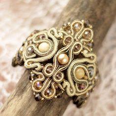 Soutach bracelet / Сутажный браслет `Сны медовых мотыльков` с натуральным селенитом