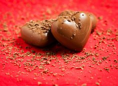 Chocolates never fail to do the trick, lips and all !!! Find out what happens when two lovers autograph each others lips with this heart melting chocolate <3