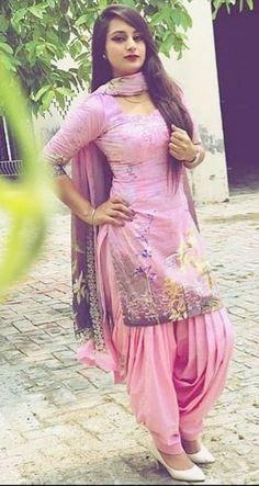 Patiala Dress, Punjabi Dress, Pakistani Dresses, Indian Dresses, Indian Outfits, Patiala Salwar, Salwar Suits, Patiala Pants, Punjabi Suits