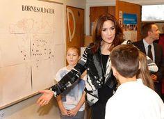 Princess Mary visits the Lojtegards school