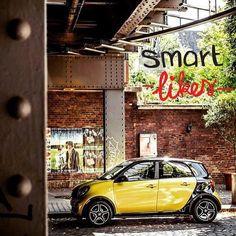 Deze dag kan wel wat zon en vrolijkheid gebruiken, we love yellow! #sun #smart #forfour #yellow #sunshine #summer #thethingsilike #fun #cars #city #love #smartcar