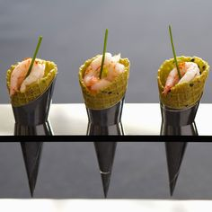 Conos de marisco - Tacky Tutorial and Ideas Quick Recipes, Light Recipes, Healthy Recipes, Finger Food Appetizers, Appetizer Recipes, Shrimp Appetizers, Mini Foods, Appetisers, Seafood Dishes