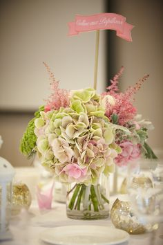 Centre de table bouquet hortensia astile pastel rose et vert