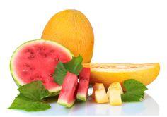 Pepenii, galbeni sau rosii, pot fi introdusi in alimentatia bebelusului intre 8-10 luni. Pepenii sunt o sursa buna de calciu, mineral esential in procesul de crestere a copiilor.