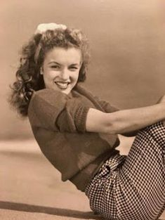 Marilyn Monroe / Norma Jeane by Andre DeDienes Joven Marilyn Monroe, Estilo Marilyn Monroe, Marilyn Monroe Cuadros, Fotos Marilyn Monroe, Young Marilyn Monroe, Norma Jean Marilyn Monroe, Divas, Classic Hollywood, Old Hollywood