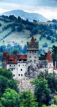Castillo Bran, Rumania – También conocido como el castillo de Drácula.