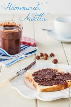This Homemade Nutella chocolate hazelnut spread is so utterly delicious. Hazelnuts, milk, chocolate and honey, and a sprinkling of sea salt - it's all good! Chocolate Hazelnut, Best Chocolate, Chocolate Recipes, Chocolate Lovers, Homemade Nutella Recipes, Hazelnut Spread, Food Processor Recipes, Sweet Tooth, Sweet Treats