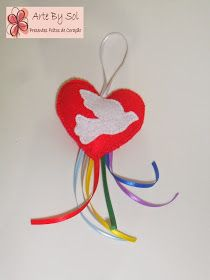 ARTE BY SOL: Pingentes com a Pombinha do divino Espírito Santo Bible Crafts, Felt Crafts, Diy And Crafts, Kindergarten Art, Felt Art, Communion, Origami, Mandala, Christmas Ornaments
