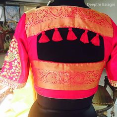Check out the latest saree blouse designs for back and front for festive seasons like Durga puja, karwa chauth and Diwali. Also, see the latest choli designs and blouses for Navratri dandiya and Garba dance. Blouse Back Neck Designs, Simple Blouse Designs, Stylish Blouse Design, Designer Blouse Patterns, Fancy Blouse Designs, Dress Patterns, Saree Blouse Patterns, Design Patterns, Dress Designs