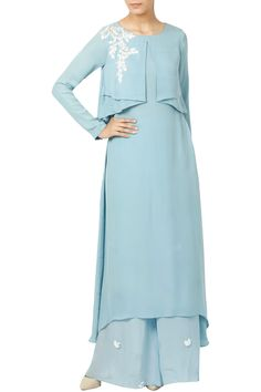 cfbd27d2f6a6 Featuring an ice blue key hole back full sleeved layered kurta crafted in  silk crepe with